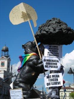 15 mayo 2011: campamento en la Puerta del Sol de Madrid. Cartel.